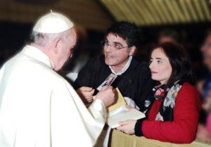 Il Papa riceve la foto di Enrichetta
